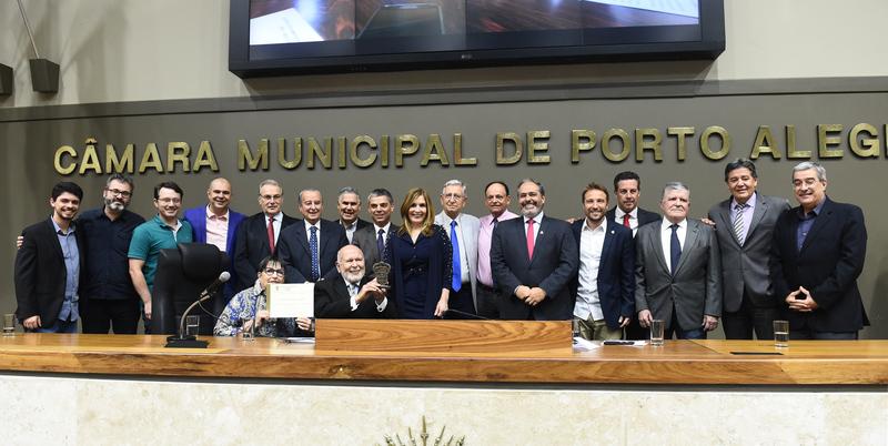 Sessão Solene de outorga do Troféu Câmara Municipal de Porto Alegre a João Antônio Dib.