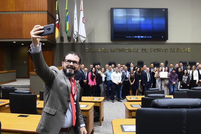 Sessão Solene de outorga do Título de Cidadão de Porto Alegre a Emerson Wendt.