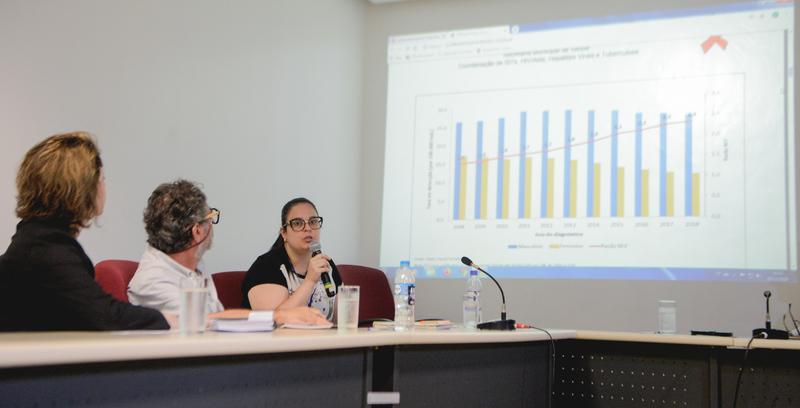 Comissão debate o contexto epidemiológico e politicas públicas para o enfrentamento da HIV/AIDS. Com a fala, a Sra. Caroline Zacarias, representando a SMS.