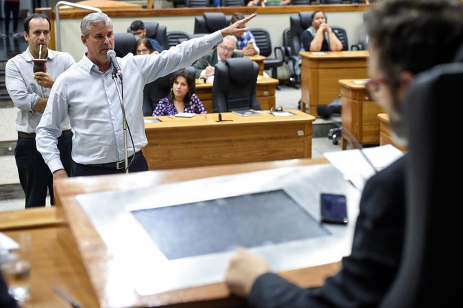 Reunião da CPI com a finalidade de investigar fatos relacionados às denúncias do processo de impeachment. Na foto, com a fala, o verador Mauro Pinheiro.