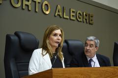 Vereadora Mônica Leal e o diretor Legislativo Luiz Afonso Perez, na sessão desta tarde