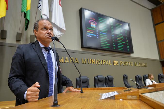Movimentação de plenário. Na foto, vereador Paulinho Motorista.