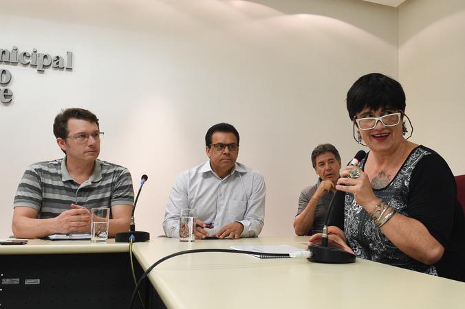 Entrega de relatorio de Avaliação do Plano Municipal de Edecação/PME de Porto Alegre.