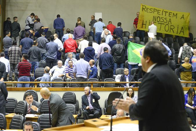 Votação do projeto de lei que regulamenta os aplicativos no transporte de passageiros em Porto Alegre. Na Foto: Vereador Dr. Thiago Duarte