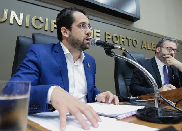 Comissão ouve depoimento do secretário municipal de Relações Institucionais, Christian Wyse de Lemos.