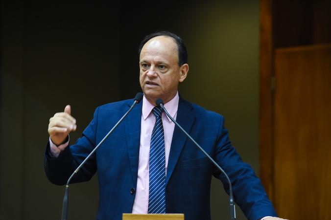 Vereador João Bosco Vaz na tribuna. Retrato.