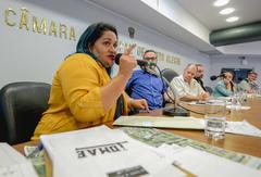 Laura Machado falou pela comunidade na reunião da Cuthab