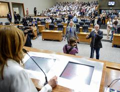 Requerimento foi discutido pelos vereadores no início da sessão extraordinária na manhã desta quinta-feira