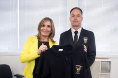 Presidente Mônica Leal entrega novos uniformes ao setor de segurança da CMPA.
