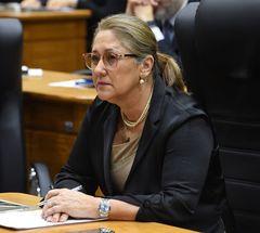 Vereadora Lourdes em votação no Plenário