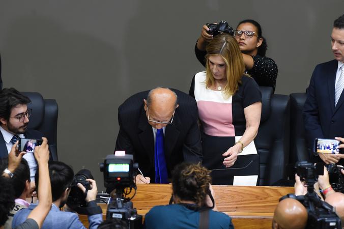 Sessão Especial de Posse do vereador Reginaldo Pujol. Na foto, a vereadora Mônica Leal, o novo Presidente, vereador Reginaldo Pujol e o Prefeito Nelson Marchezan.
