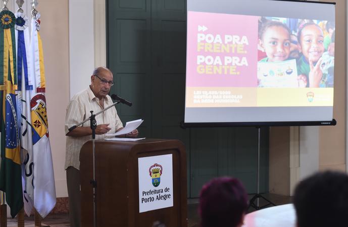 Presidente Reginaldo Pujol participa do Ato de Sanção da Lei que modifica a Eleição de Diretores e Gestão das Escolas Municipais