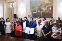 Sanção da lei ocorreu no Paço Municipal, sede da Prefeitura de Porto Alegre