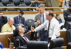 Vereadores em Plenário nesta quarta-feira
