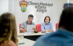 Comissão discute pautas relacionadas ao atendimento da saúde em Porto Alegre. Com a fala, o vereador José Freitas.