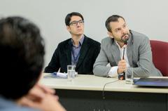 Comissão discute pautas relacionadas ao atendimento da saúde em Porto Alegre. Na foto, ao microfone, o secretário adjunto de Saúde, Natan Katz.