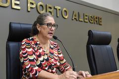 Movimentações em Plenário. Com a fala, vereadora Lourdes Sprenger.