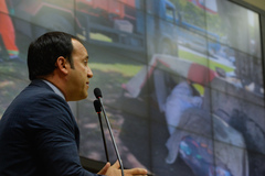 Movimentações em Plenário. Na tribuna, vereador Moisés Barboza.