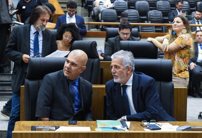 Movimentações em Plenário. Na foto: Da esc. os vereadores Luciano Marcantonio e Engenheiro Comassetto.