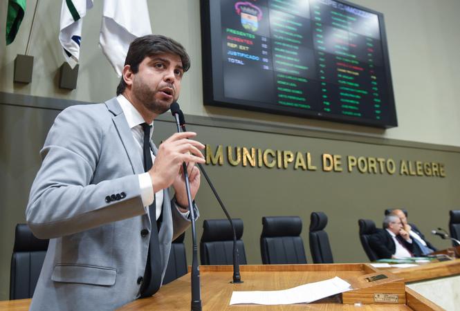 Movimentações em Plenário. Na foto:  vereador Felipe Camozzato na tribuna.