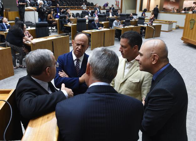 Movimentações em Plenário.