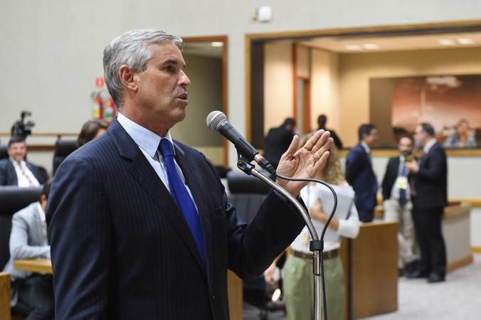 Movimentações em Plenário. Ao microfone vereador Mauro Pinheiro.