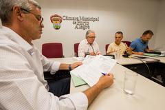 Comissão se reúne para apreciação de pareceres e aprovação de redações finais. Na foto, os vereadores: Mauro Pinheiro, Adeli Sell, Cassio Trogildo e Mendes Ribeiro.