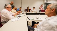 Comissão se reúne para apreciação de pareceres e aprovação de redações finais. Na foto, os vereadores: Mauro Pinheiro, Adeli Sell, Cassio Trogildo, Mendes Ribeiro, Fernanda Jardim e Márcio Bins Ely.