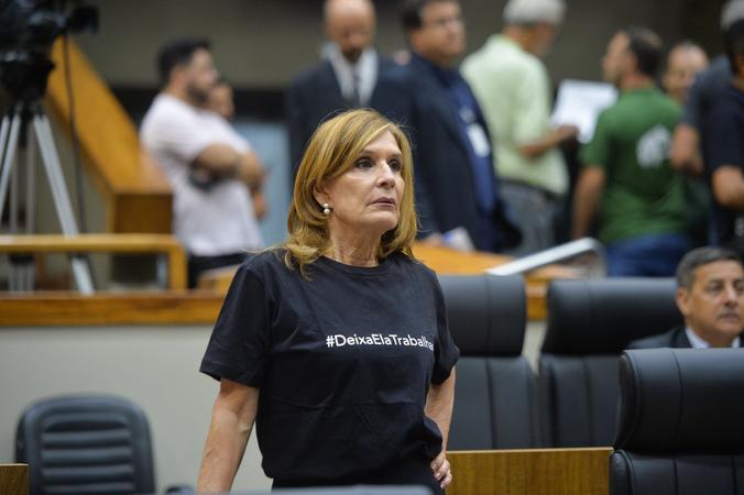Movimentação de plenário. Na foto, vereadora Mônica Leal.