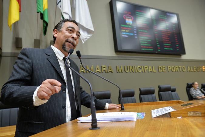 Sindicato dos Municipários de Porto Alegre – SIMPA discute sobre terceirizações no Serviço Público Municipal e Finanças da Prefeitura Municipal de Porto Alegre. Ao microfone, diretor-geral do SIMPA, João Ezequiel Mendonça da Silva.