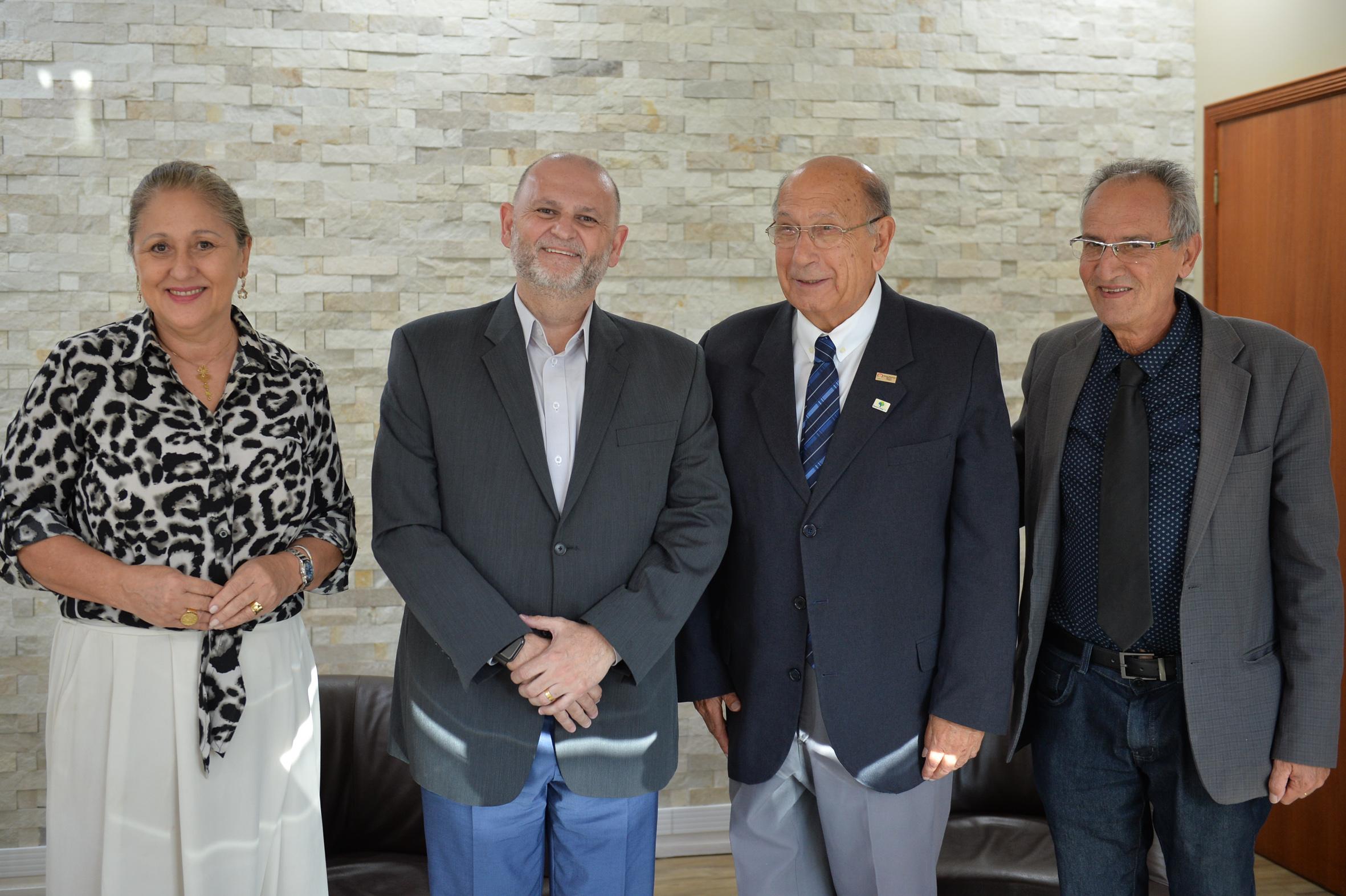 Lourdes, Gilli, Pujol e Ferronato na visita à Record nesta quinta