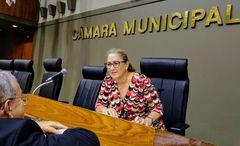 Vereadora Lourdes presidiu a sessão do dia 12/02/10