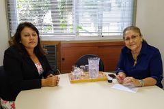 Vereadora Lourdes atendendo no gabinete, no dia 10/02/20