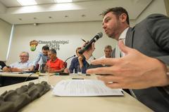 Comissão debate Projeto de Lei sobre taxação em aplicativos de transportes na capital. Com a fala, o assessor da PGM, Mateus Klein.