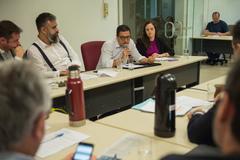 Comissão debate Projeto de Lei sobre taxação em aplicativos de transportes na capital. Na foto, com a fala, o Gerente Jurídico da EPTC, Renato Oliveira.