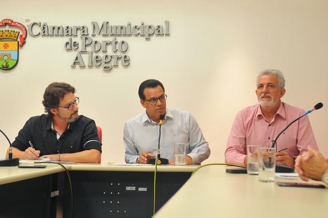 Reunião sobre posse dos diretores das escolas municipais e rotina escolar. Na foto, vereadores Professor Alex Fraga, Alvoni Medina e Engenheiro Comassetto
