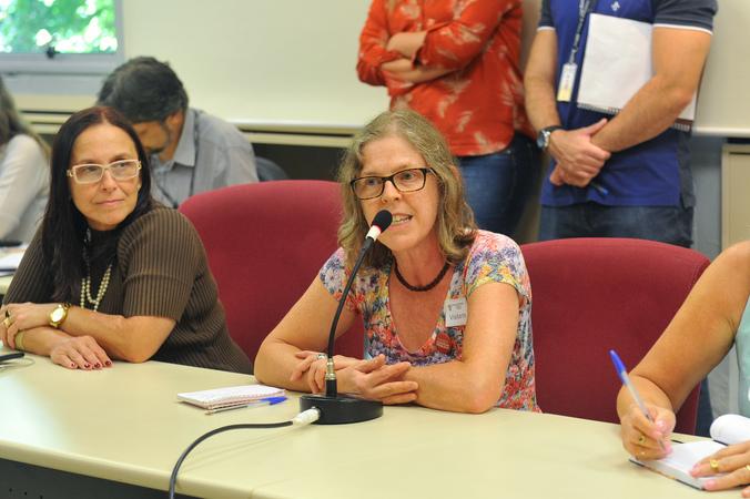 Reunião sobre posse dos diretores das escolas municipais e rotina escolar.