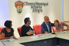 Comissão debate a situação da Ocupação Recanto da Alegria, localizada no Bairro Humaitá. Ao microfone, vereador Luciano Marcantônio.