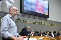 Encontro debateu modificações no transporte público e o credenciamento do transporte por aplicativos. Na foto, o gerente de Relações Governamentais da Uber, Ricardo Ribeiro
