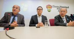 Presidente Reginaldo Pujol participa da reunião de orientações sobre Doação do Imposto de Renda para o Fundo do Idoso proposta pela Frente Parlamentar da Pessoa Idosa de Porto Alegre. Na foto, os vereadores Airto Ferronatto, Alvoni Medina e o Presidente da Casa, Reginaldo Pujol.