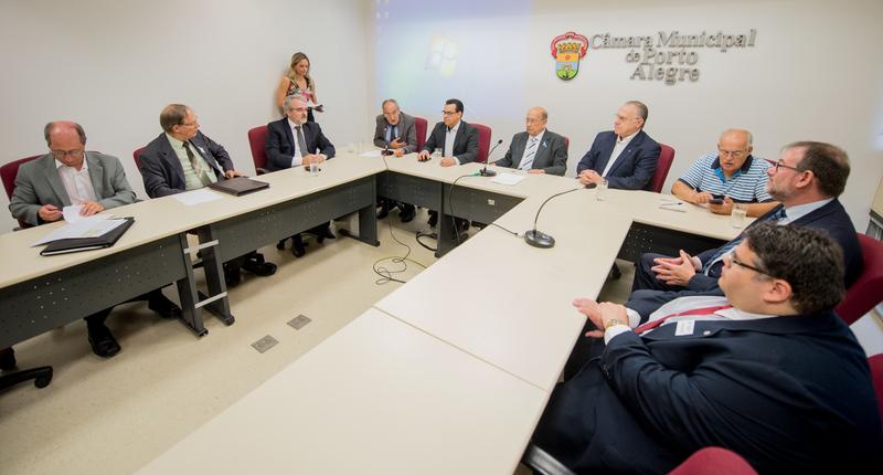 Presidente Reginaldo Pujol participa da reunião de orientações sobre Doação do Imposto de Renda para o Fundo do Idoso proposta pela Frente Parlamentar da Pessoa Idosa de Porto Alegre.