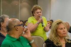 Presidente Reginaldo Pujol participa da reunião de orientações sobre Doação do Imposto de Renda para o Fundo do Idoso proposta pela Frente Parlamentar da Pessoa Idosa de Porto Alegre. Durante o evento, abriram espaço para a fala do público.