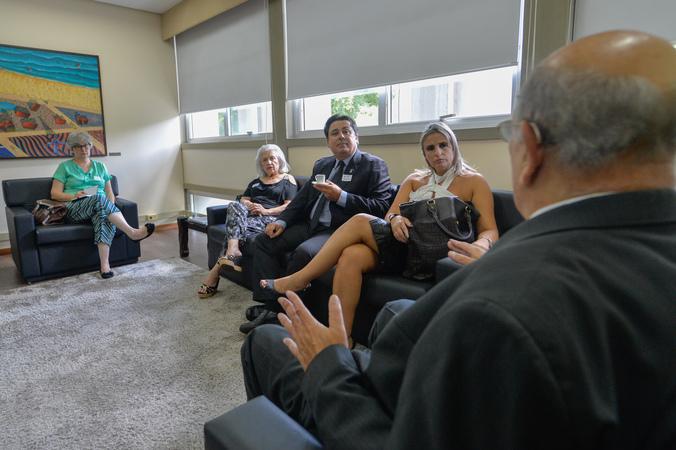 Presidente Reginaldo Pujol recebe Presidente da ACM-RS Daniela Colussi e gestores da Instituição.