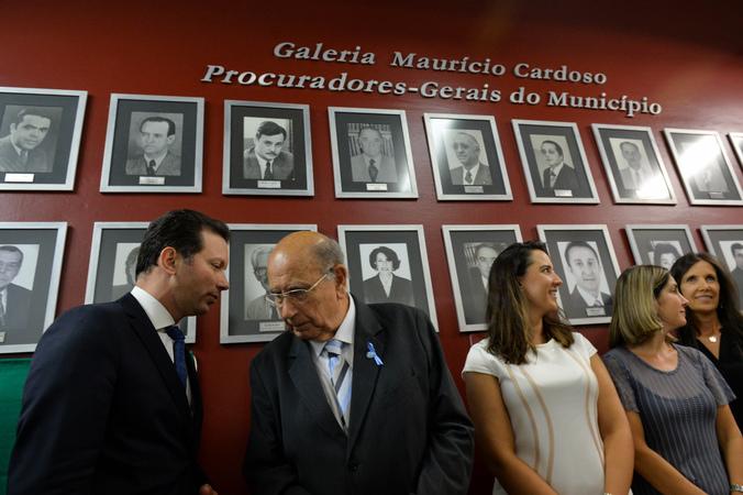 Presidente Reginaldo Pujol participa do Ato de Inclusão das fotografias do Dr. Bruno Nunes Barbosa Miragem (Gestão 2017) e da Dra. Eunice Ferreira (Gestão 2017-2019) na Galeria dos Procuradores-Gerais do Município.