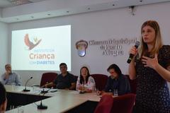 Adriana Fornari, do ICD, falou na reunião sobre o atendimento prestado pelo instituto
