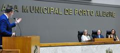 Sessão Solene de outorga do troféu Câmara Municipal de Porto Alegre ao restaurante Chopp Stübel, em homenagem aos seus 50 anos. Na foto: vereador Ricardo Gomes, proponente da homenagem.