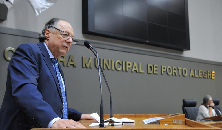 Sessão Solene de outorga do troféu Câmara Municipal de Porto Alegre ao restaurante Chopp Stübel, em homenagem aos seus 50 anos. Na foto: Senhor Norton Luiz Lenhart, proprietário do restaurante Chopp Stübel.