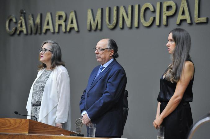Sessão Solene de outorga do troféu Câmara Municipal de Porto Alegre ao restaurante Chopp Stübel, em homenagem aos seus 50 anos.