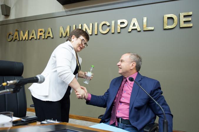 Dia mundial das doenças raras. Na foto, presidente do Atlas Biosocial, Deise Zanin e vereador Paulo Brum.