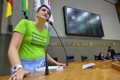 Período de Comunicações temático sobre a leitura, o livro, a escrita e os bibliotecários. Na foto, presidente do Conselho Regional de Biblioteconomia, Luciana Kramer Müller.